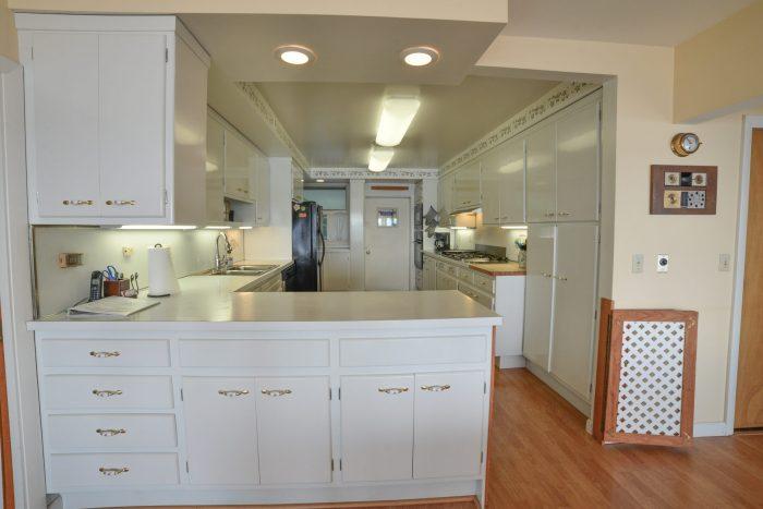 Bar Harbor View Cottage - kitchen