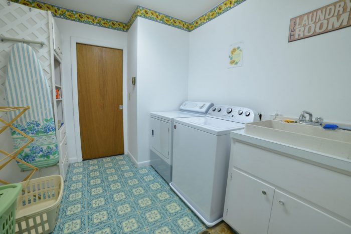 Bar Harbor View Cottage - laundry room