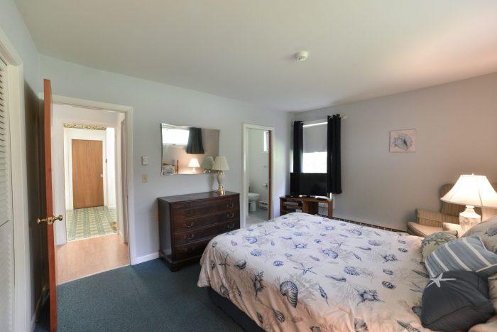 Bar Harbor View Cottage - queen bedroom