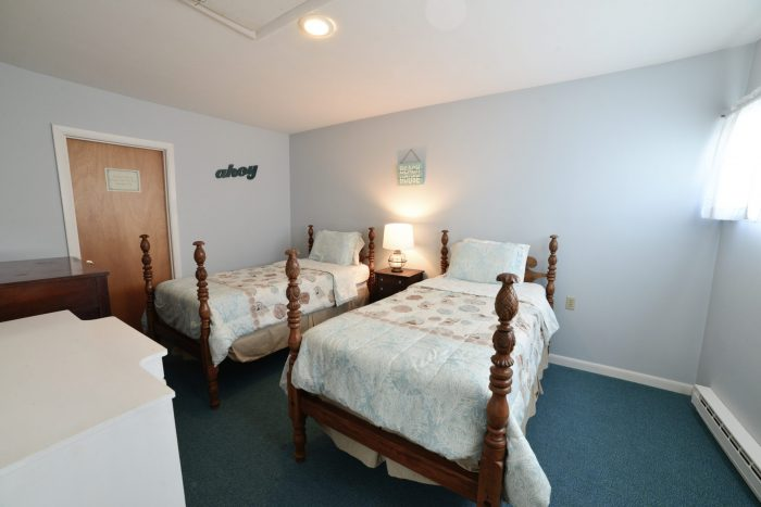 Bar Harbor View Cottage - twin bedroom